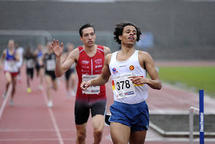 Thomas Myklebust Heggøy vinner 800 meter foran Trygve Feidje Mjelde