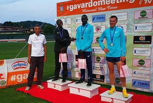 Sondre Nordstad Moen fikk tøff konkurranse fra Ronald Kwemoi som vant og Noah Kipkemboi som ble nummer to. (Foto: arrangøren)