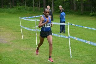 Abraham Syum, MHI vinner Mandalsløpet i fin stil etter nær et års skadeavbrekk (Foto: maraton.no/Egil Lehne)