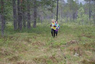 Små løpere ute på ei stor myr. (Foto: Stein Arne Negård)