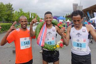 Norsk-eritreisk på Lillehammer: fra venstre: Weldu Negash Gebretsadik, Senay Fissehatsion (nr. 1) og Okubamichael Fissehatsion. (Foto: Finn Olsen)