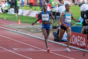 7 hundredeler foran: Det ble Kenya foran Etiopia med minst mulig margin på 3000 m hinder. (Foto: Sylvain Cavatz)