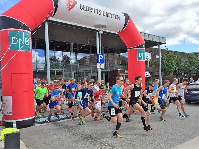 Fra starten på 10 km i Sentrumsgateløpet i 2017.