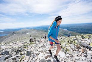 17 år gamle Lucia Philipp utklasset sterke konkurrenter og satte en soleklar løyperekord i Viking Challenge. (Foto: Vegard Breie)