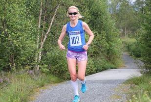 Louise Skak har vunnet maratondistansen flere ganger. Her på Rotary-stien ved Grimstadvatnet. Foto: Martin Hauge-Nilsen.