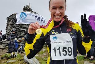 Angelika på toppen av Varden etter sitt første motbakkeløp. Ganske fornøyd!