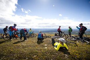 Terrengsykkelfestivalen Utflukt inneholder guidede turer, sosiale treff og testing av årets sykkelnyheter. Festivalen har blitt populær både blant terrengsykkelentusiastene, men også blant nybegynnere og familier. (Foto: Martin I. Dalen)