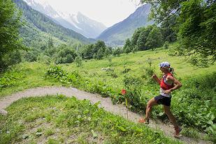 Mimmi Kotka var raskeste kvinne på den 80 km lange ferden over fjella og gjennom den frodige Chamonix-dalen. (Foto: Bjørn Johannessen)