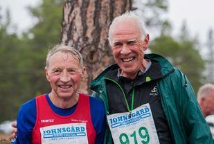 Lørdagens blide Femundløp-jubilanter, Bjørn Tvedt (til v.) og Magne Martinsen. (Foto: Jan Ole Johnsgård)