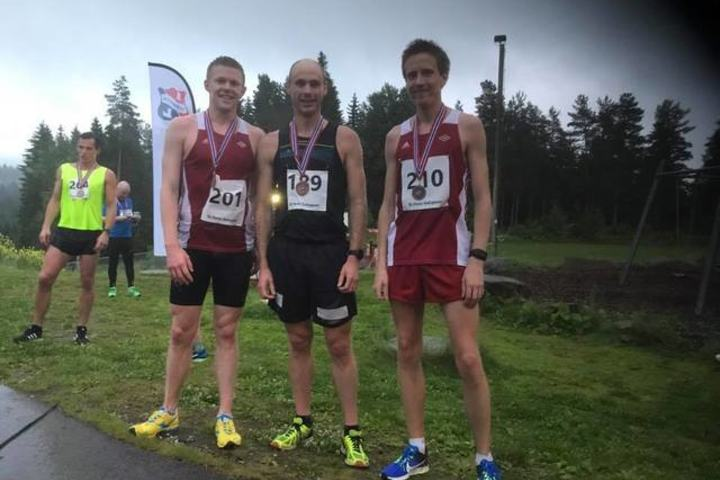 Pallen lang løype. John Chr. Deighan Hanssen vant langløypa med tiden 49.14. Harald Solhaug Næss og  Ulrik Hovig fulgte bak på tidene 50.06 og 50.18. Foto: Geir H. Ingeborgrud.