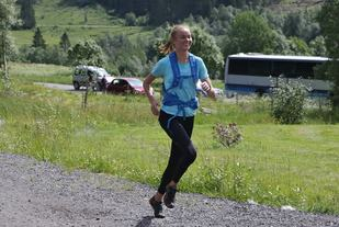 Ingrid Festø, IL Gular vinner halvmaraton. Foto Arve Haugland.
