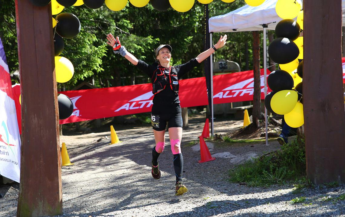 Kirsti Johnsen Skåtøy løper inn til seier i Romeriksåsen på langs. (Foto: Bjørn Hytjanstorp)