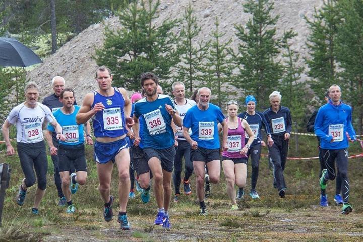 Fra starten på Femundløpets 21 km, Rolf med nr 330. (Foto: Jan Ole Johnsgård)