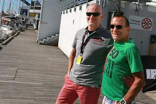 På Bryggekanten: sveitseren Bruno Christen og Ironman-sjef Ivar Jacobsen rett utenfor Ironman-expoen på Scandic Maritim Hotel. (Foto: Kjell Vigestad)