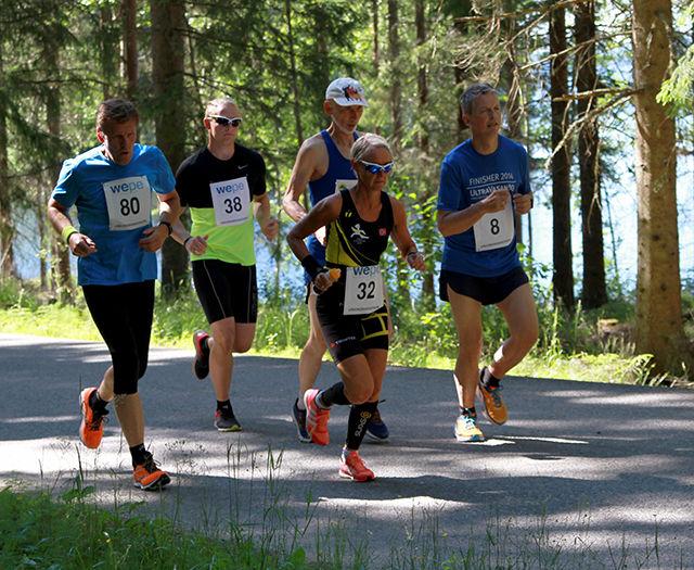 Fra maratonløpet: Tom Bjørnstad, Hans Christian Bergsjø, vinner Marianne Moe, Kåre Fauske og Jostein Lundgaard.