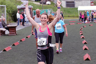 Trine Bjørvik jublende over målstreken