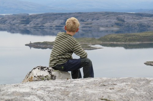 Trollholmsund, Natur, stein, sjø, person, gutt