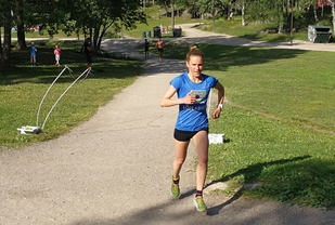 Heidi Pharo, Bøler var en av flere som hadde en litt tung dag i varmen på Sognsvann. Men seier på helt respektable 23:02 ble det.