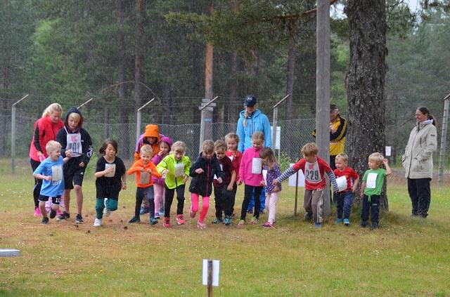 BARNEKLASSEN. Barna klare til start, Foto: Trond Øsmundset