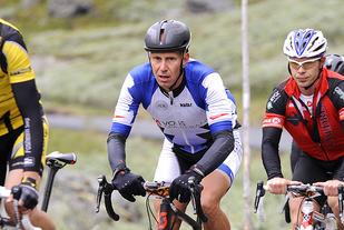 Kjetil K. Isaksen fra Vossevangen CK ligger her i den fremste puljen i elitegruppen, på vei opp Bøverdalen.