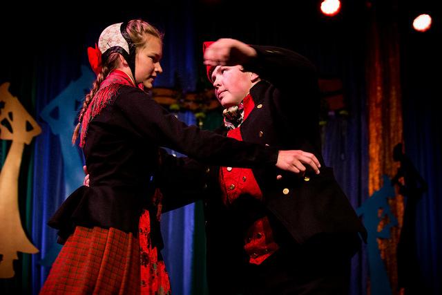 Iver Kolstad og Marie Skogås, vinner av dans fele C  Mottakere av FolkOrg-stipend 10 000kr.    Foto: Runhild Heggem