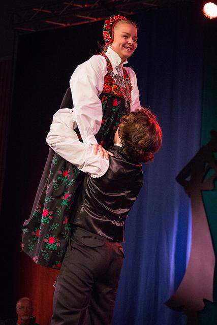 Olav Kvåle Myksvoll og Mari Resset Møllerplass, dans hardingfele C  Mottakere av FolkOrg-stipend på 10 000 kr.    Foto: Runhild Heggem