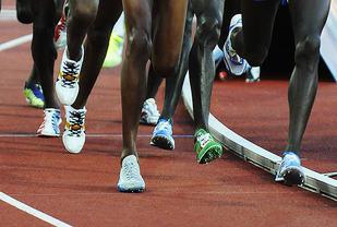 Sterke legger er en av de aller viktigste egenskapene innen løping, og sterke legger oppnår man blant annet med piggskoløping. (Foto: Bjørn Johannessen)