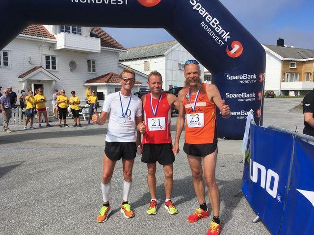 De tre beste herreløperne på halvmaraton. Fra venstre, Jan Kildahl (2), Åge Mikael Strand (vinner) og Gunnar Aarseth (3)