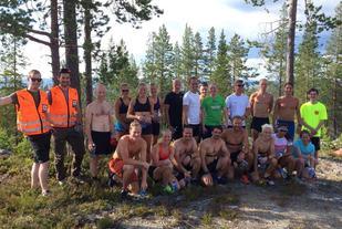 Alle de 20 deltakerne vel oppe på Anderåsberget med Røde Kors behjelpelig til stede. (Foto: Morten Buchholdt)