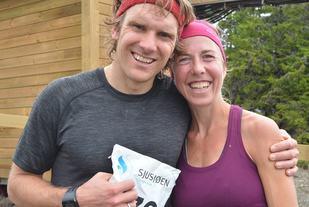 Devon Kershaw og Kristin Størmer Steira stortrives på Sjusjøen og satte sitt blide preg på Sjusjøløpet lørdag. (Foto: Frank Morgan Bakken, Ringsaker Blad)