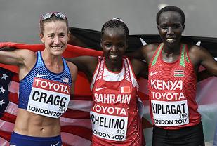 Rose Chelimo vant foran Edna Kiplagat og Amy Cragg. (Foto: Bjørn Johannessen)