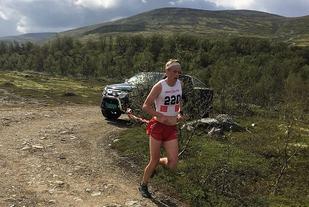 Jon Aukrust Osmoen alene i tet  oppunder Hummefjellet søndag. (Foto: Pål-Erik Langøigjelten)