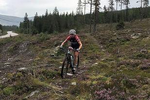 Heidi Kjernåsen på sporet av en ny seier i Trysilskogene. (Foto: Anne Lersveen)