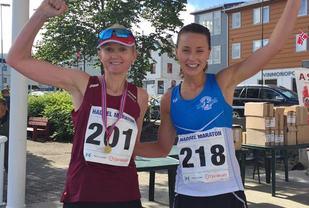 Louise Skak og Trine Larsen hadde en hard fight om seieren i kvinneklassen, en duell Trine vant med 14 sekunder. (Foto fra Louises facebookside)
