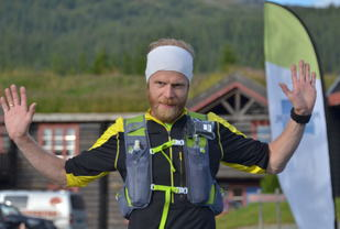 Morten Auset jubler for en ny seier i MMC. (Foto: Arrangøren)