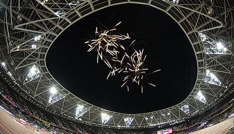 OL-arenaen evar så godt som utsolgt, og det var forventa nærmere 700 000 tilskuere de ti dagene VM i friidrett varte. (Foto: Bjørn Johannessen)