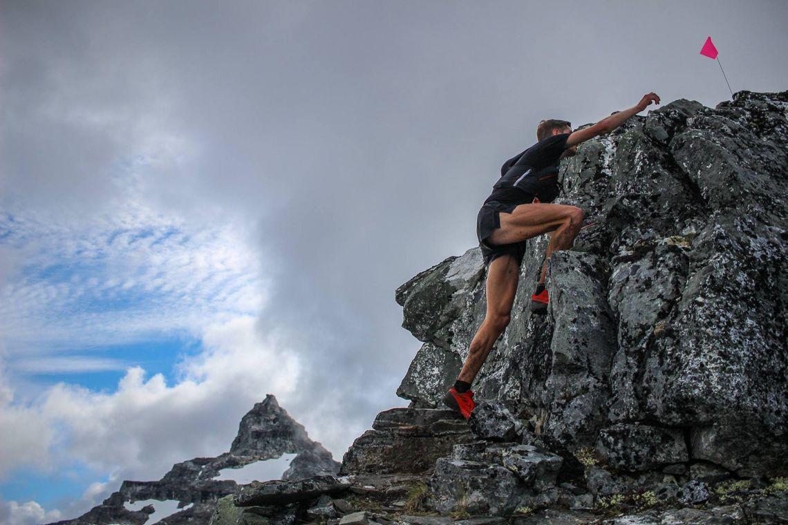 Et av Norges heftigste ultraløp, Tromsø Skyrace Hamperokken, har åpnet påmeldingen. På bildet ser vi Hans Kristian Smedsrød fra løpet i 2017. (Foto: Martina Valmassoi)
