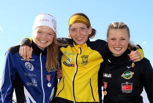 Premiepallen for 1500 meter i klasse J22 i junior-NM: Mariann Roe, Tessa Frenay, Silje Lindstad.