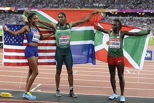 Vinnertrioen. Semenya (midten) vant foran Niyonsaba (til høyre) og Wilson. (Foto: Bjørn Johannessen)
