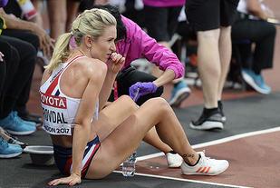 Det var ikke en slik Karoline Bjerkeli Grøvdal hadde sett for seg at 5000 m-finale skulle ende. (Foto: Bjørn Johannessen)