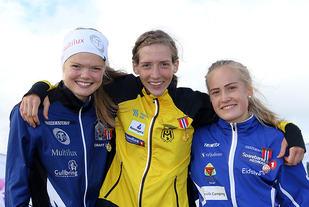 Premiepallen for 3000 meter klasse U22: Mariann Roe, Tessa Frenay, Emilie Fossumstuen Grøterud