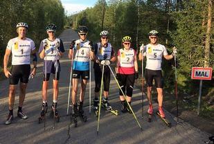 Deltakerne i første løp samlet før start (fra v.): Rune Gilde, Magnus Otterstad, Martin Stensrud, Kjell Nystuen, Marianne Storberget og Jørgen Stensløkken.