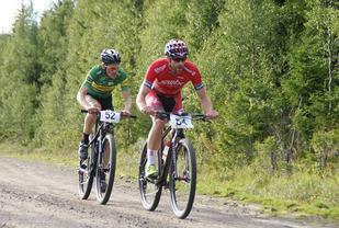 Viadar Mehl (54) og Oddvin Offigstad i tet 6 km før mål. (Foto: Stein Arne Negård)
