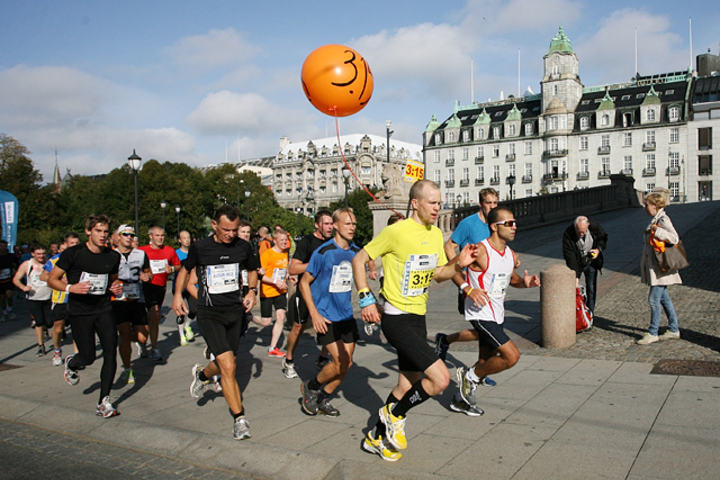 Det er ikke forbudt med drahjelp i løp så lenge den som drar, er deltaker i løpet. (Foto: Kjell Vigestad)