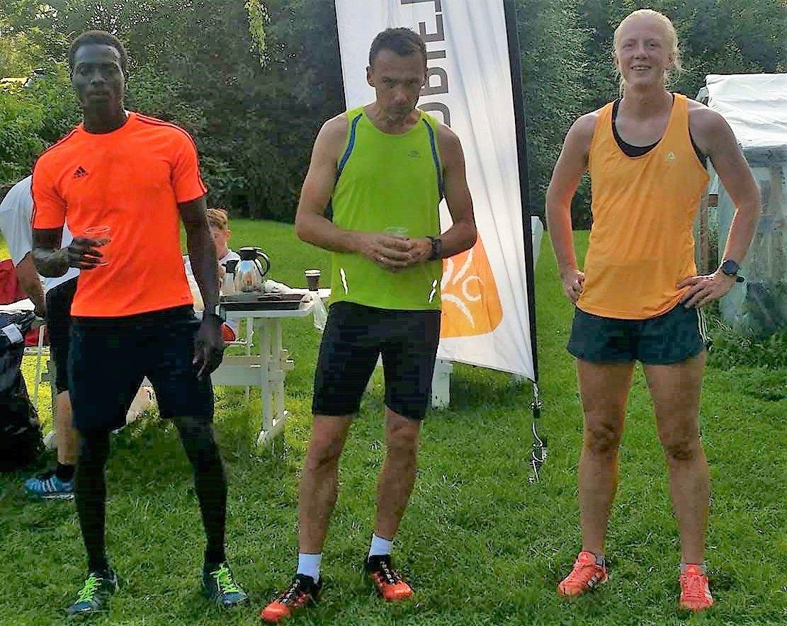 Tre av de beste på Hjellum (fra v.): Munir Ibrahim, Endre Hjelseth og Marte Kjøren. (Foto: Miroslaw Baran)
