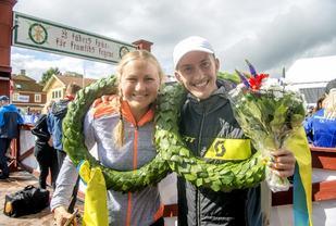 Vinnerne på UltraVasan 90 Ida Nilsson og Elov Olsson. (Foto: Vasaloppet, Ulf Palm)