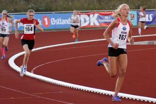 Rekkefølgen på 800 m i KM var akkurat den samme som på 600 m på sammen bane fire dager før der dette bildet ble tatt med Mille Eide Nyhus foran Hanna Hagevik Bakke og Dina Lidahl Lillejordet.