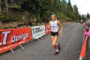 Maria Hartz Melling var raskest av alle jenter/kvinner og vant Fjellskar Opp på ny løyperekord. Foto: Arrangøren