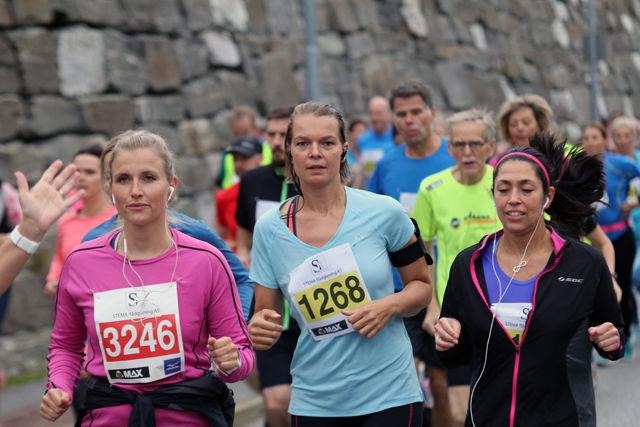 Høstsesongen er i gang, Camilla Sørensen og Astrid Hystad side om side ut fra start