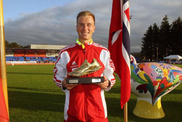 Sondre Nordstad Moen fikk utdelt Kondis sin gullsko som Årets langdistanseløper 2016 under NM i Sandnes.